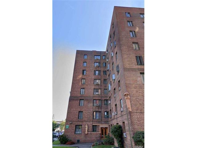 1 BR,  1.00 BTH  High rise style home in Parkchester