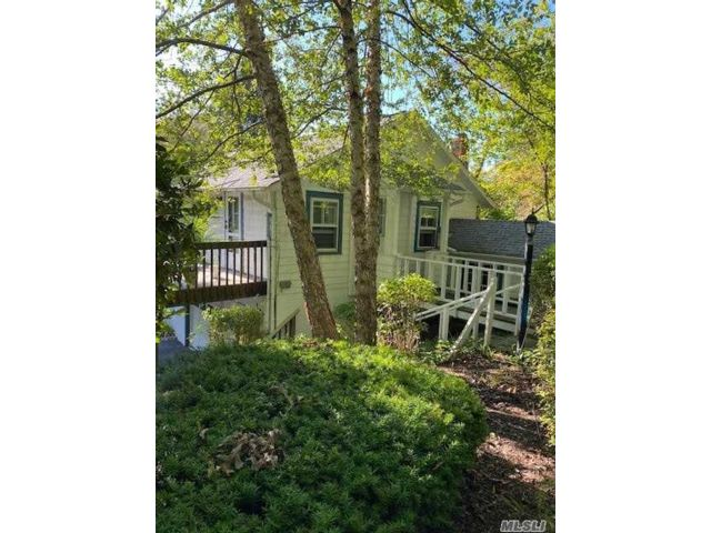 2 BR,  1.00 BTH  Cottage style home in Centerport