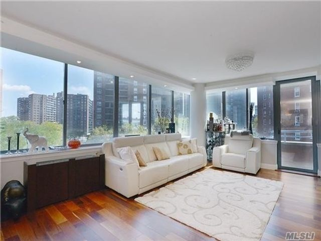 1 BR,  2.00 BTH High rise style home in Rego Park