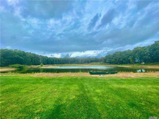 Lot <b>Size:</b> 4.7 acres Land style home in East Quogue