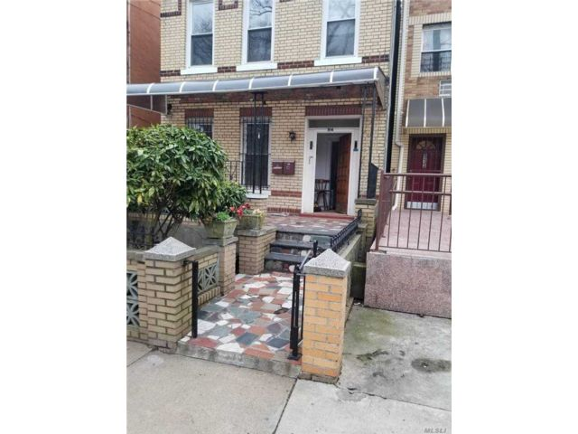 5 BR,  3.00 BTH Duplex style home in Brownsville