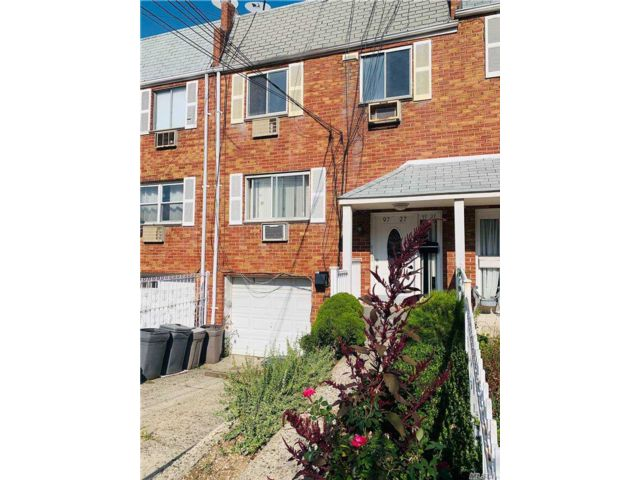 5 BR,  5.00 BTH  Other style home in Ozone Park