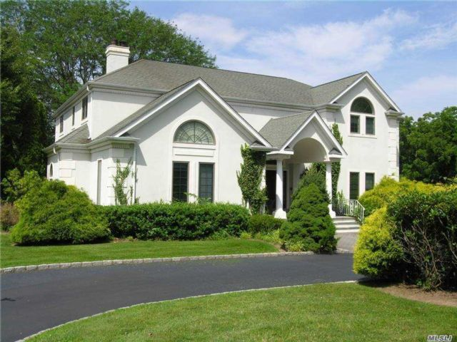 6 BR,  4.00 BTH Colonial style home in Nissequogue