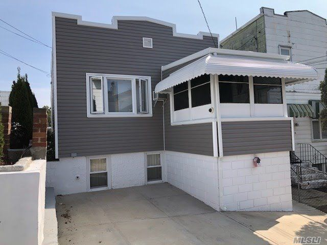 3 BR,  1.00 BTH  Hi ranch style home in Maspeth