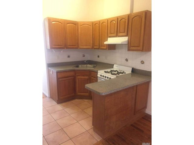 2 BR,  1.00 BTH Apt in bldg style home in Greenpoint