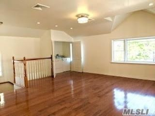 3 BR,  2.00 BTH  2 story style home in Throggs Neck