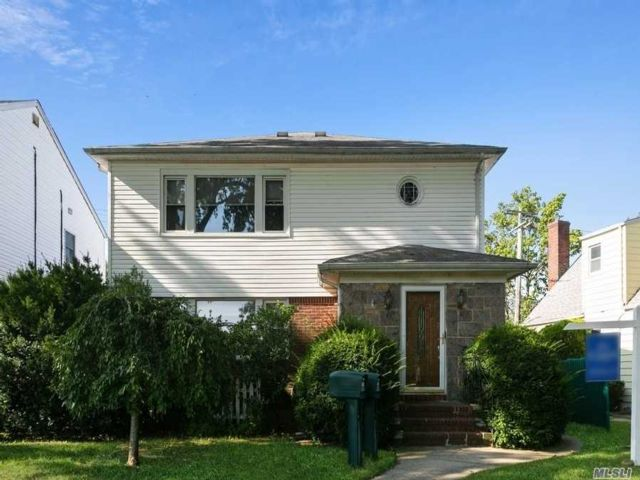 3 BR,  2.00 BTH 2 story style home in Floral Park