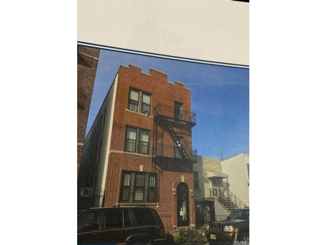 11 BR,  6.00 BTH Other style home in Astoria