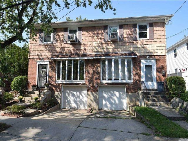 6 BR,  5.00 BTH Contemporary style home in Little Neck