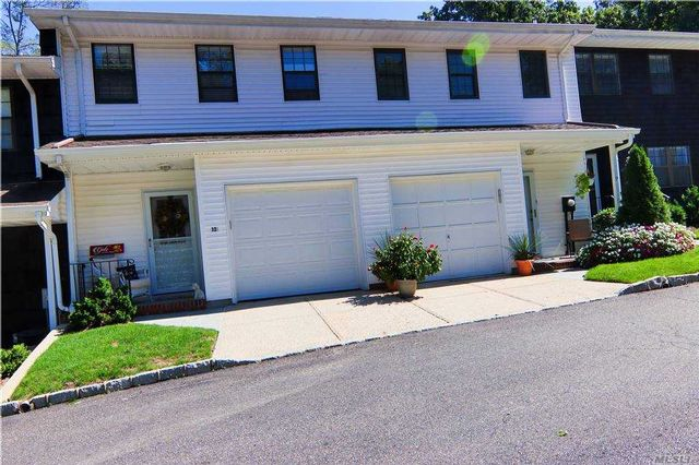 2 BR,  3.00 BTH Townhouse style home in Huntington