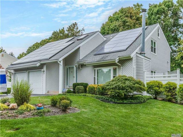 3 BR,  4.00 BTH Contemporary style home in Coram
