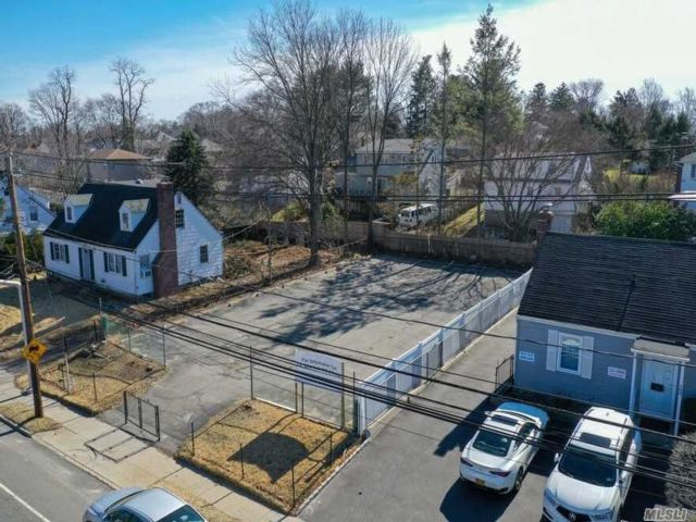 Lot <b>Size:</b> 60x106  Land style home in Glen Cove