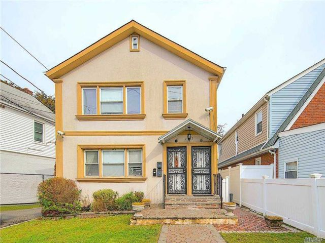 7 BR,  3.00 BTH 2 story style home in Hempstead