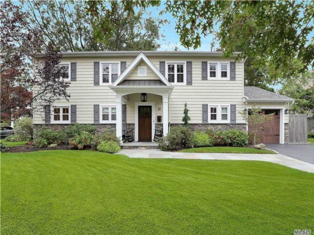 4 BR,  3.00 BTH Colonial style home in Old Bethpage