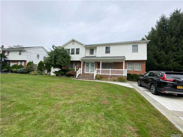 5 BR,  3.00 BTH Colonial style home in Old Bethpage