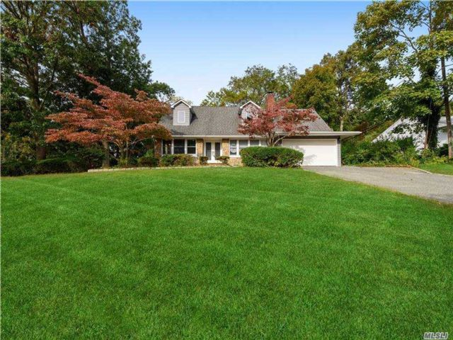 4 BR,  5.00 BTH  Exp cape style home in Smithtown