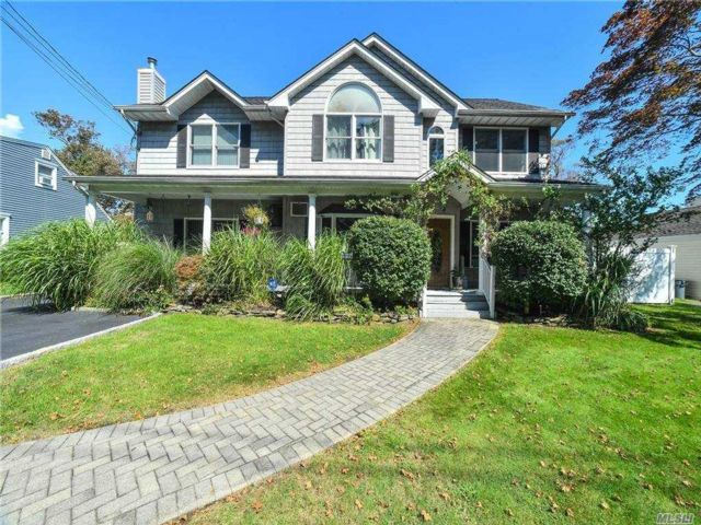 5 BR,  3.00 BTH Colonial style home in West Islip