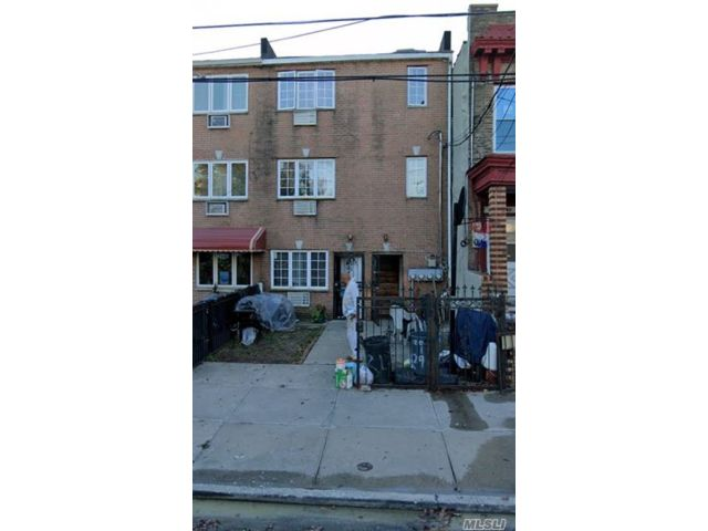6 BR,  3.00 BTH Trilevel style home in East New York