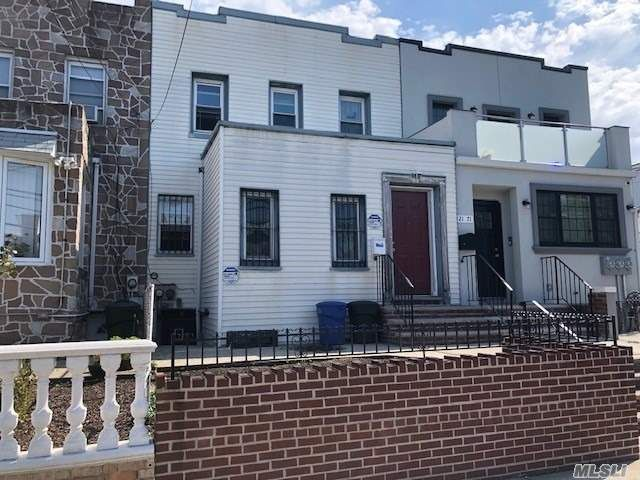 2 BR,  1.00 BTH 2 story style home in Astoria