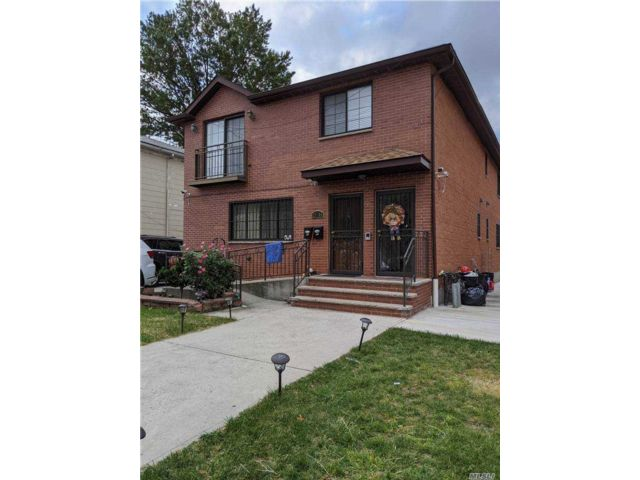 7 BR,  4.00 BTH Contemporary style home in East Elmhurst
