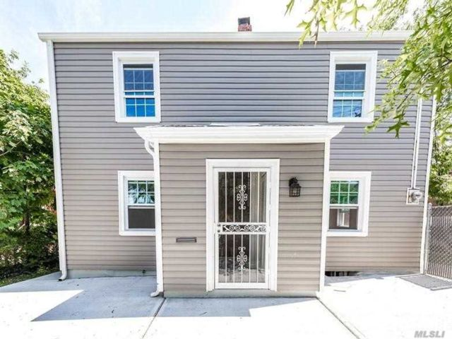 3 BR,  2.00 BTH  Colonial style home in Whitestone