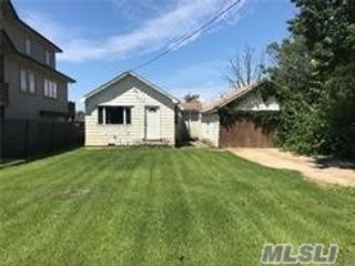 3 BR,  2.00 BTH  Ranch style home in Amityville