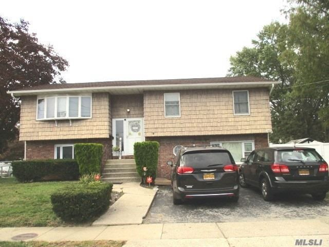 5 BR,  3.00 BTH  Hi ranch style home in Hicksville