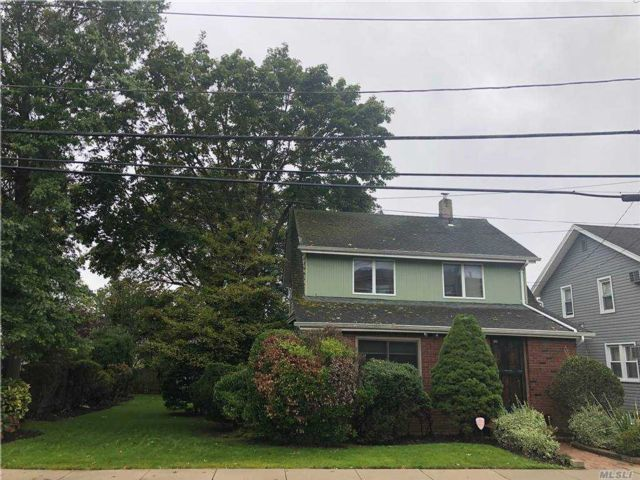 2 BR,  1.00 BTH  Colonial style home in Woodmere