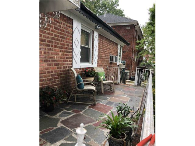 3 BR,  1.00 BTH  Ranch style home in Fresh Meadows