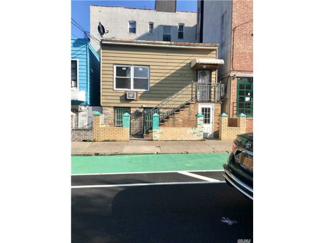 5 BR,  2.00 BTH  Colonial style home in Long Island City