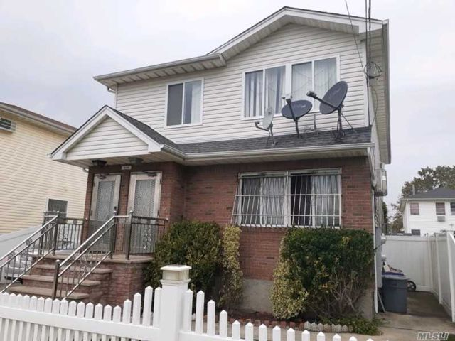 6 BR,  3.00 BTH  Colonial style home in Arverne