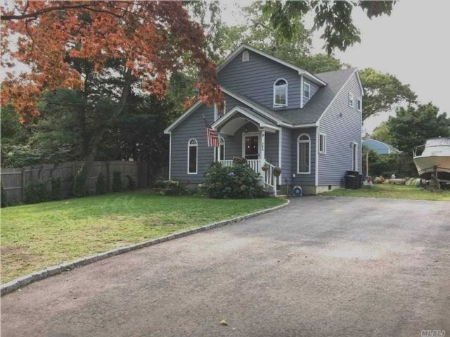 2 BR,  2.00 BTH Nantucket style home in Centerport