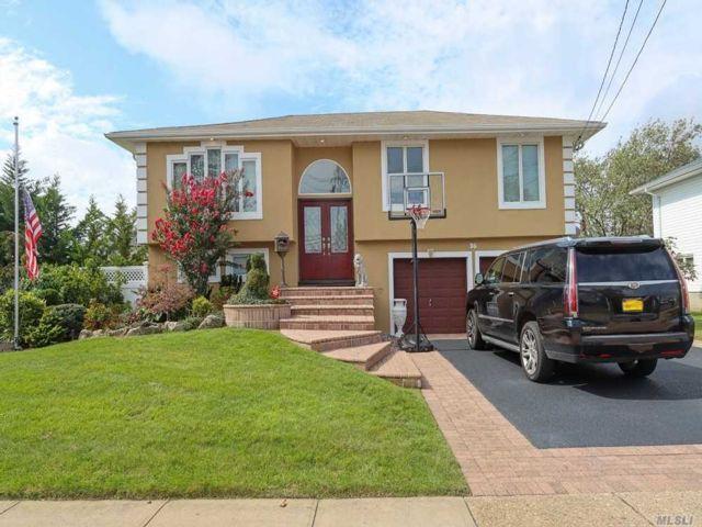 2 BR,  2.00 BTH Hi ranch style home in Massapequa