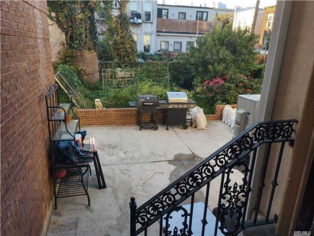 2 BR,  1.00 BTH Townhouse style home in Ridgewood