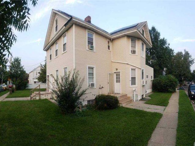 5 BR,  4.00 BTH Victorian style home in Hicksville