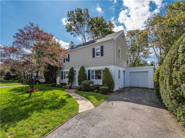 3 BR,  3.00 BTH  Colonial style home in Hempstead
