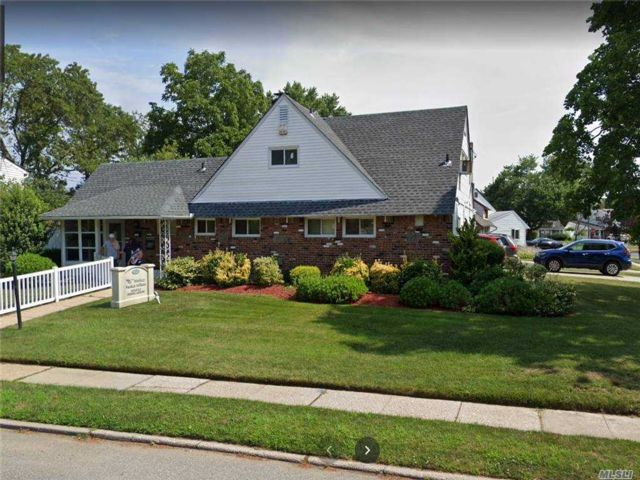 Studio,  0.00 BTH Commercial style home in Hicksville