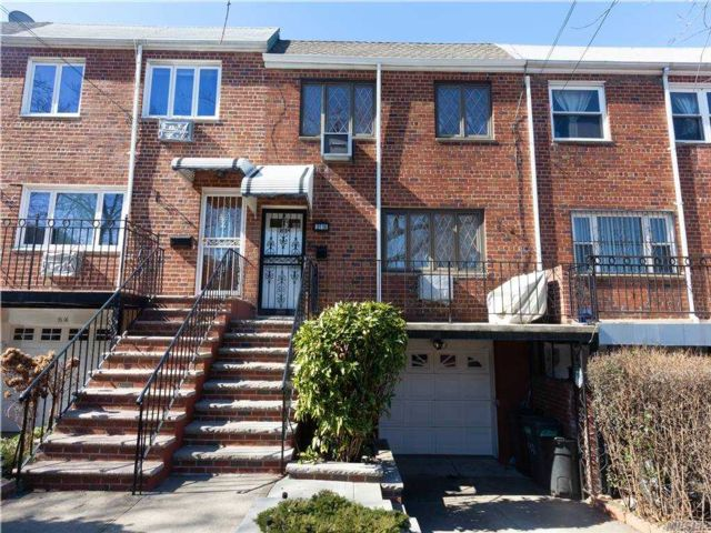 5 BR,  2.00 BTH  Duplex style home in Woodside
