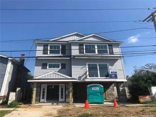 3 BR,  3.00 BTH Colonial style home in East Rockaway