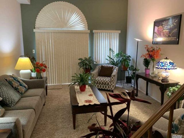 2 BR,  2.00 BTH Townhouse style home in Eltingville