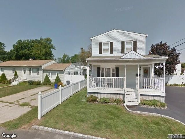5 BR,  2.00 BTH Colonial style home in West Babylon