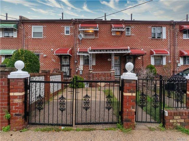 2 BR,  3.00 BTH Townhouse style home in Brownsville