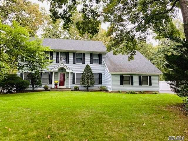 3 BR,  3.00 BTH  Colonial style home in Stony Brook