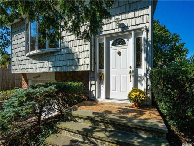 3 BR,  2.00 BTH Hi ranch style home in Northport