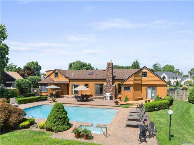 5 BR,  3.00 BTH Exp ranch style home in East Islip