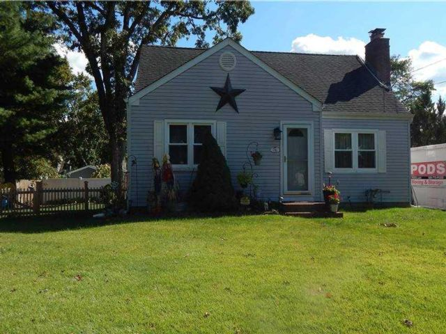 4 BR,  1.00 BTH Cape style home in Huntington Station