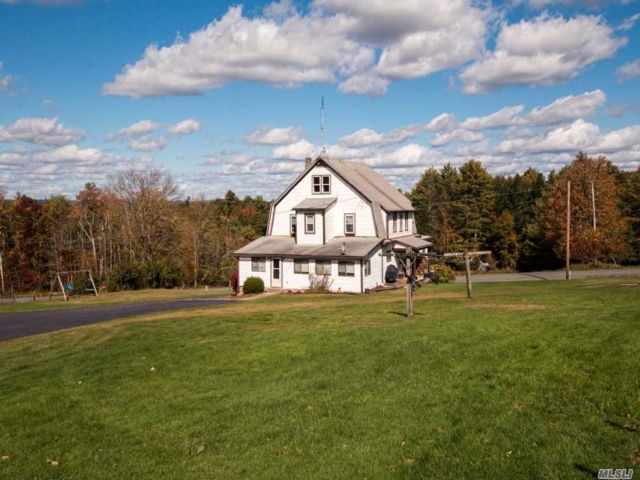 8 BR,  8.00 BTH  Farmhouse style home in Narrowsburg