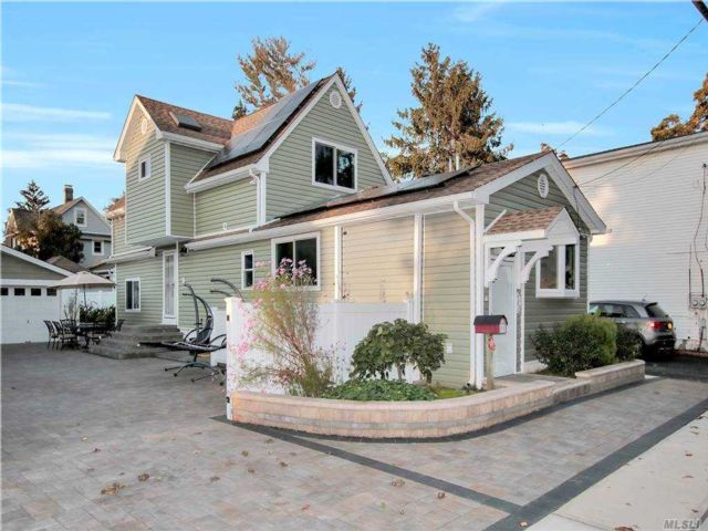 3 BR,  2.00 BTH Exp cape style home in West Babylon