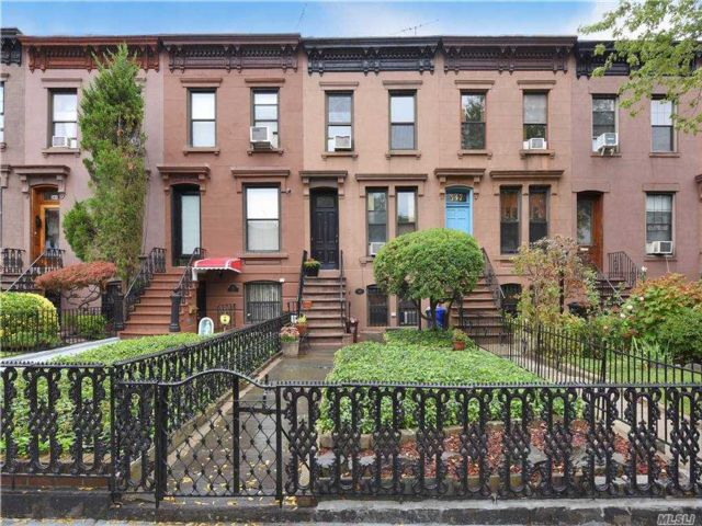 3 BR,  3.00 BTH Townhouse style home in Carroll Gardens
