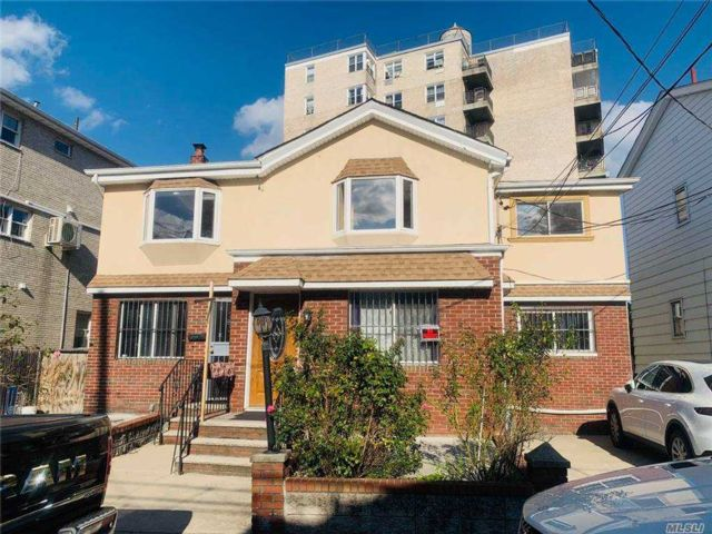 6 BR,  2.00 BTH  Colonial style home in Brighton Beach